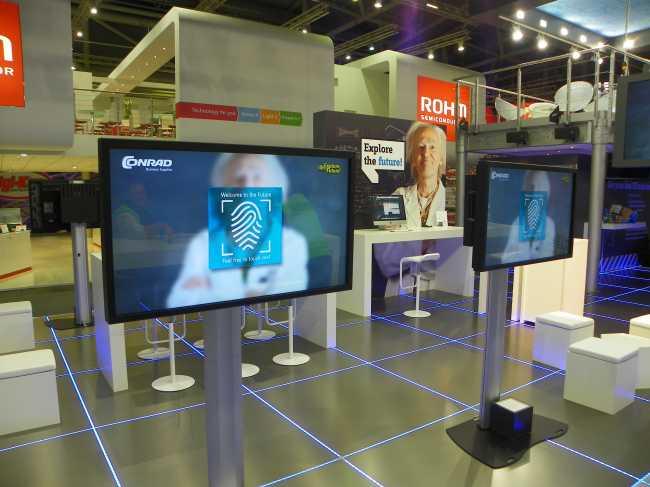 Touchscreen Mieten Vermietung auf Messe 46 Zoll und 55 Zoll in großer Stückzahl