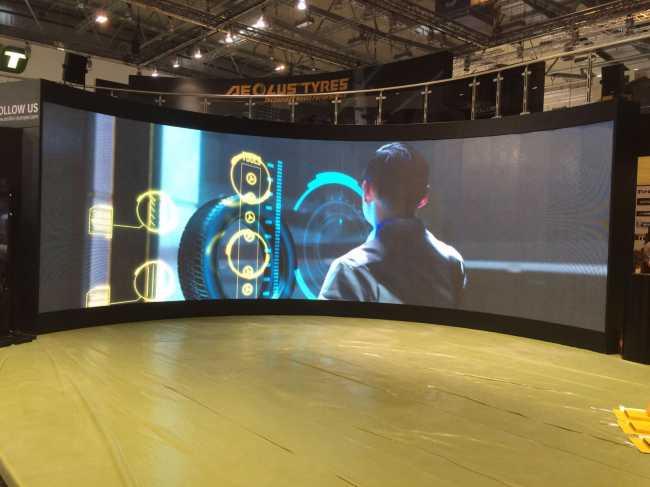 Gebogene LED Wand mieten bei KP Media GmbH konkav curved Videowall rental