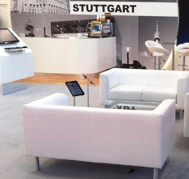 Lounge IPAD Ständer mit höhenverstellbaren Teleskop-Rohr mieten für Sitzecken auf Messen